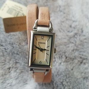 Trendy Fossil Women beige Rectangle watch leather